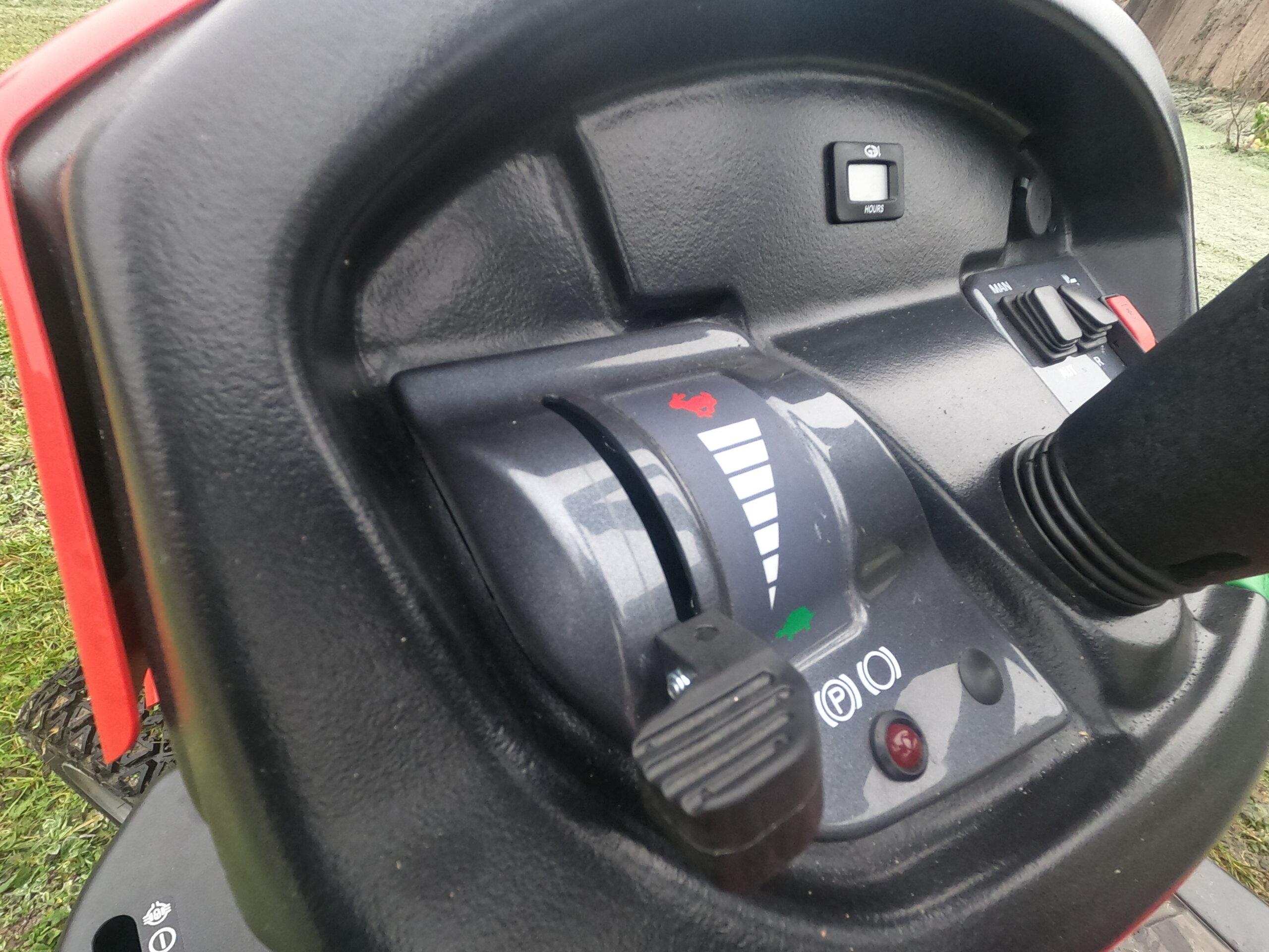 Cockpit Herkules Rasentraktor